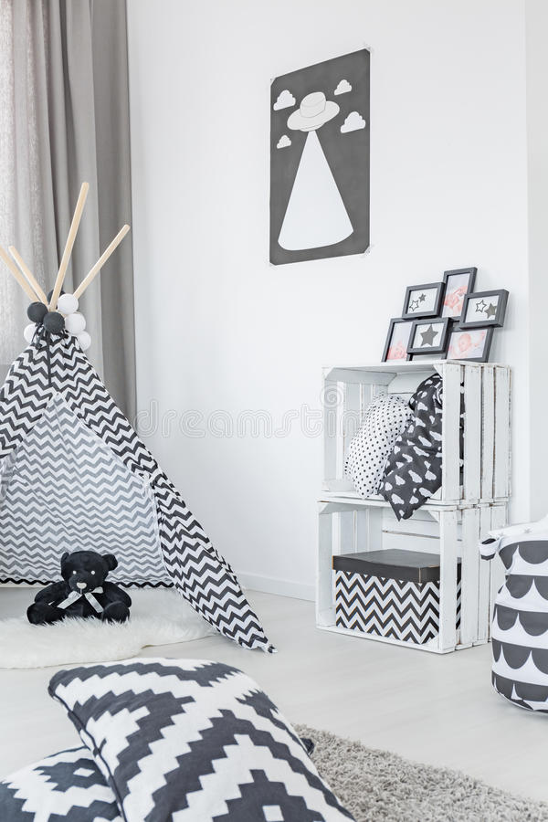 Современная комната ребенка с шатром стоковые изображения