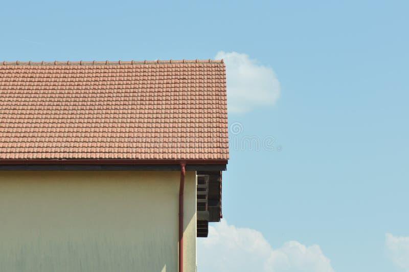 Современная крыша дома стоковые изображения rf