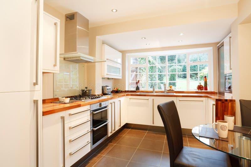 современная кухня стоковое изображение