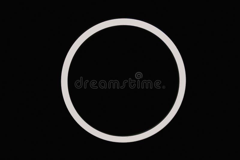 Современная лампа кольца на потолке, линии, освещении, внутреннем бесплатная иллюстрация