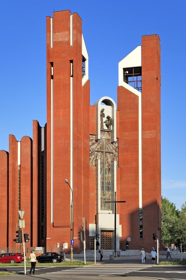 Современная обрядовая архитектура - церковь апостола St. Thomas в Варшаве, Польше стоковые изображения
