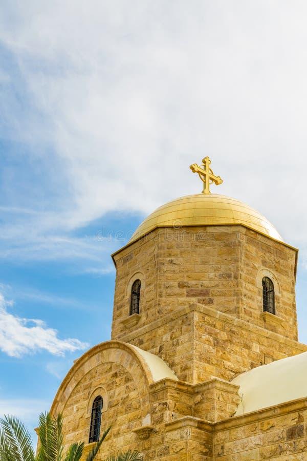 Современная православная церков церковь на реке Иордан стоковая фотография rf