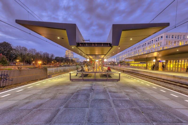Современная станция платформы стоковая фотография rf