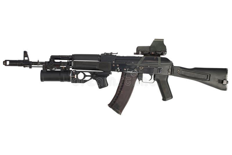 Современная штурмовая винтовка автомата Калашниковаа AK 74M с голографическим гранатометом видимости и underbarrel оружия стоковое фото rf
