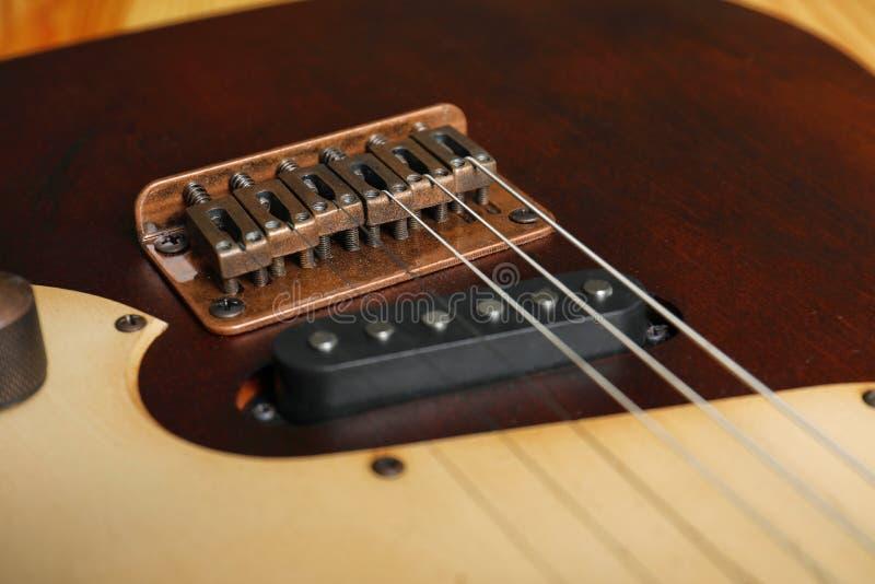 Современная электрическая гитара, взгляд крупного плана стоковые изображения rf