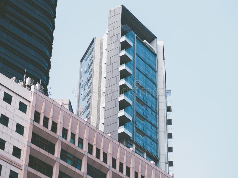 Современное голубое здание с голубым небом стоковая фотография