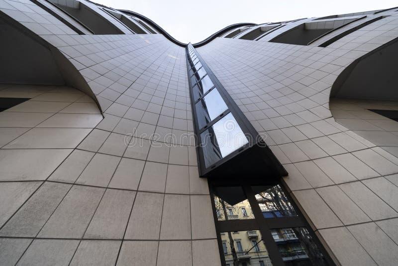 Современное здание в милане, Италии стоковое фото rf