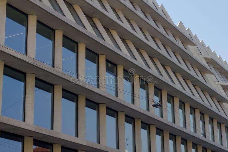 Современное здание с офисами в милане стоковое фото