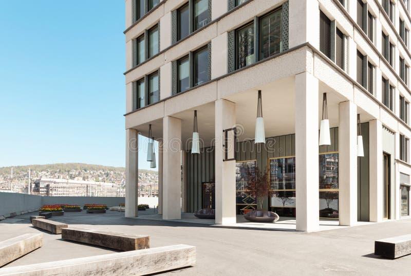 Download Современное здание, внешнее Стоковое Фото - изображение насчитывающей мстителей, взгляд: 40578056