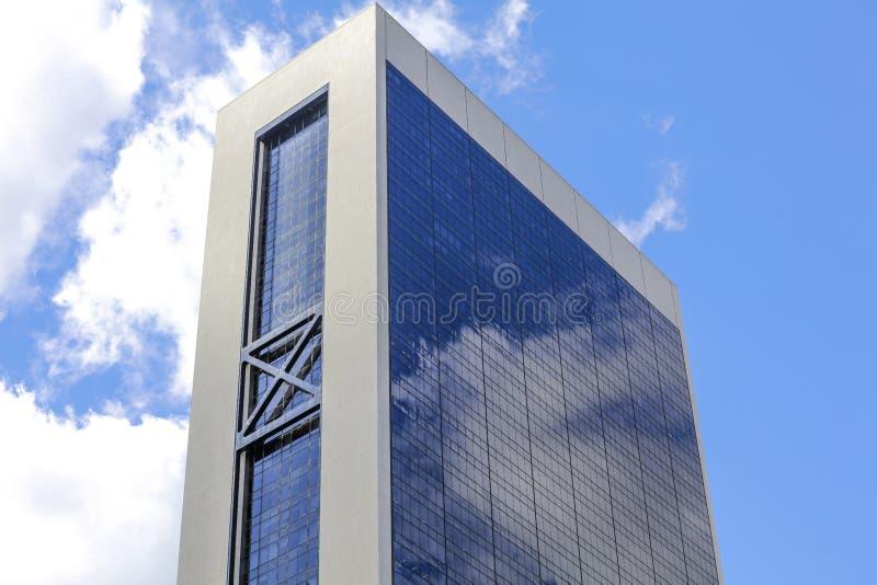 Современное здание в Нью-Йорке в ясном дне стоковые изображения
