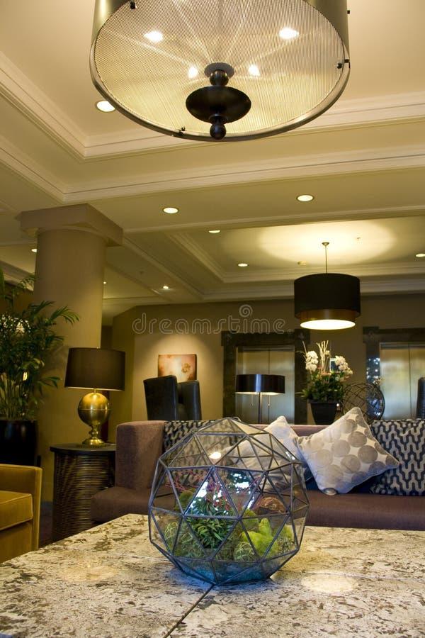 Современное лобби роскошной гостиницы стоковые фото