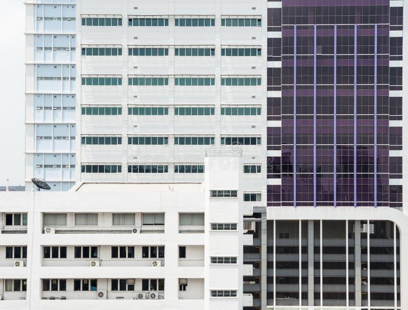 Современное офисное здание стоковые изображения rf