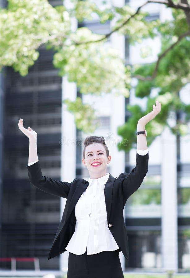 Современное чувство бизнес-леди счастливое стоковое изображение