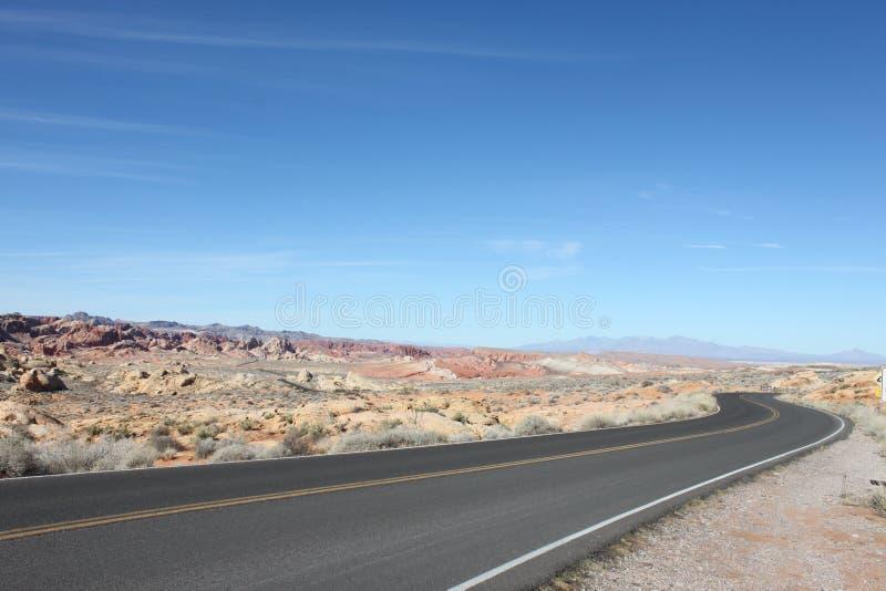 Современное шоссе, старая пустыня стоковое изображение