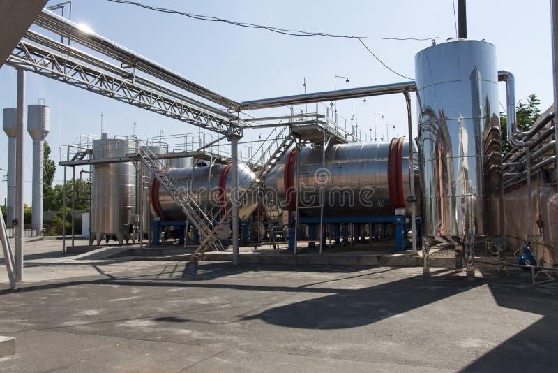 Современные алюминиевые бочонки для вина в фото фабрики вина стоковое изображение