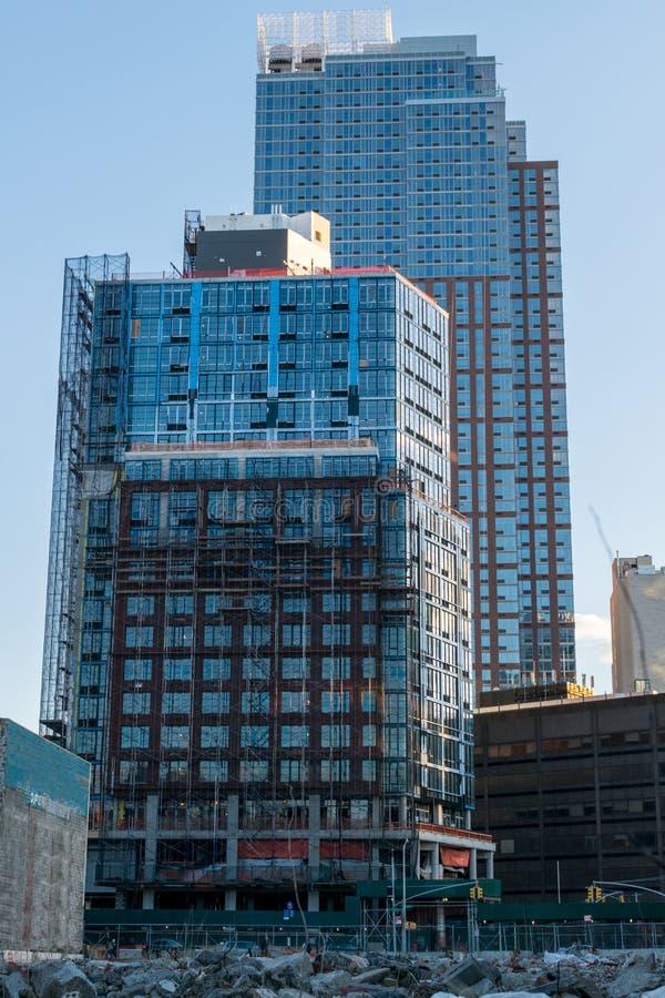 Современные высотные здания в городском Бруклине, все еще под конструкцией, Нью-Йорк, NY, США стоковые изображения