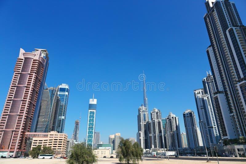 Современные здания в Дубай ОАЭ стоковые фото