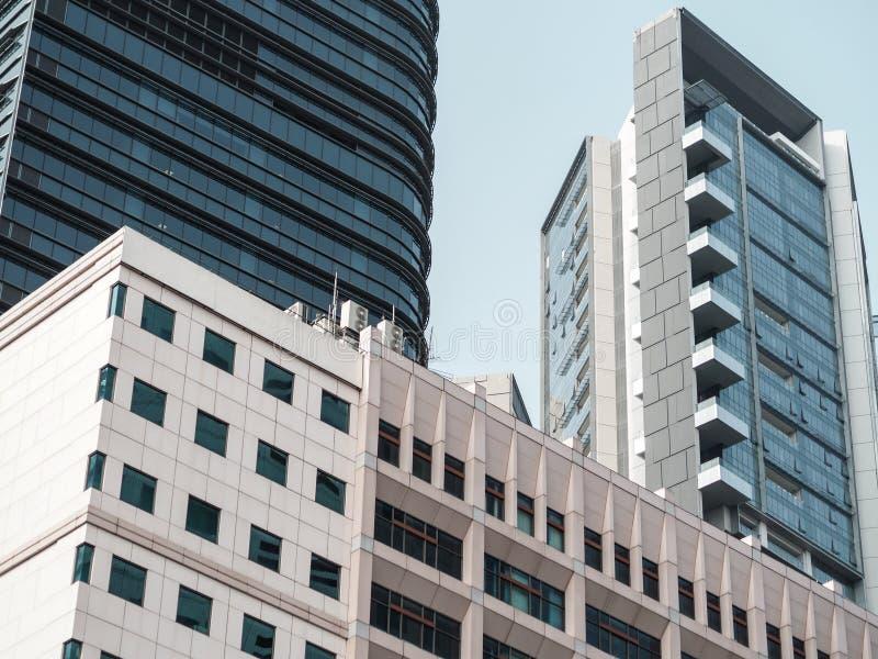 Современные здания от взгляда низкого угла стоковое изображение rf