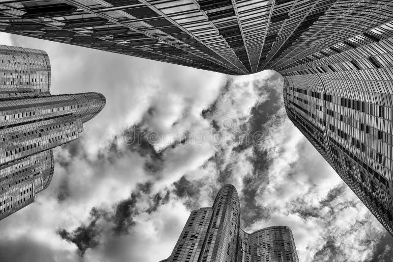 Download Современные здания стоковое фото. изображение насчитывающей черный - 33736902