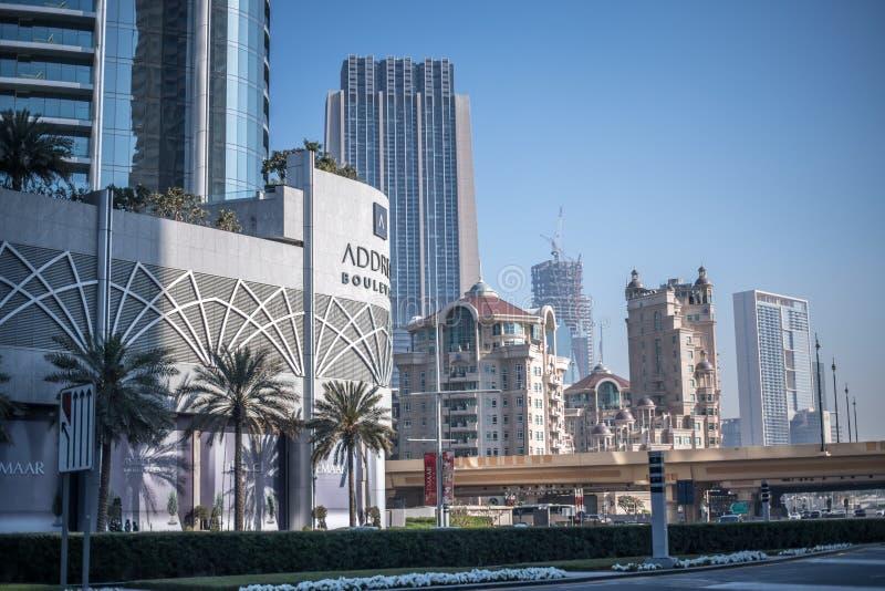 Современные и античные здания стиля в Дубай стоковые изображения rf