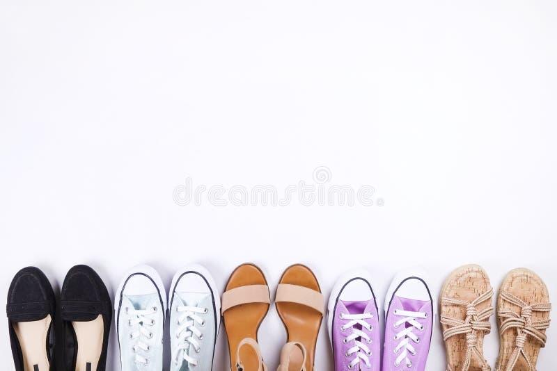 Современные модные ищут стильное lookbook блога моды Плоское положение стильной одежды для кассеты женщины Сезонный зазор, St стоковые фото