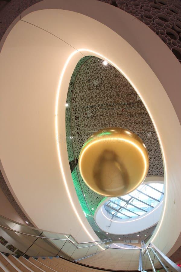 Современные потолочные освещения торгового центра стоковое изображение