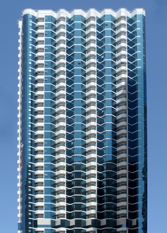 Современные стеклянные здания в городе стоковые изображения