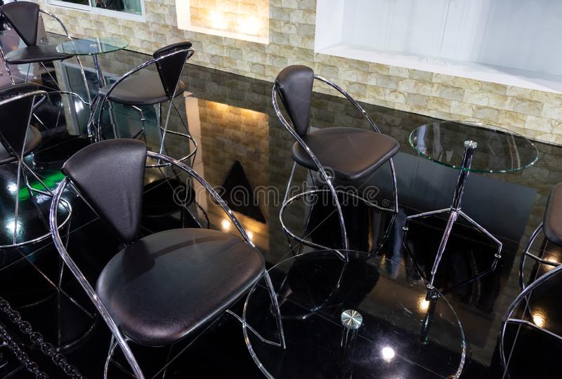Современные стул металла и набор таблицы стоковые фотографии rf