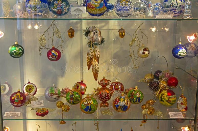 Современные украшения рождества, покрашенные в русском фольклорном tradit стоковые фотографии rf