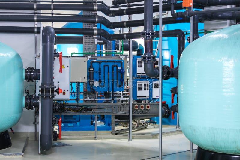 Современные фильтрация воды и система очищения стоковые фотографии rf