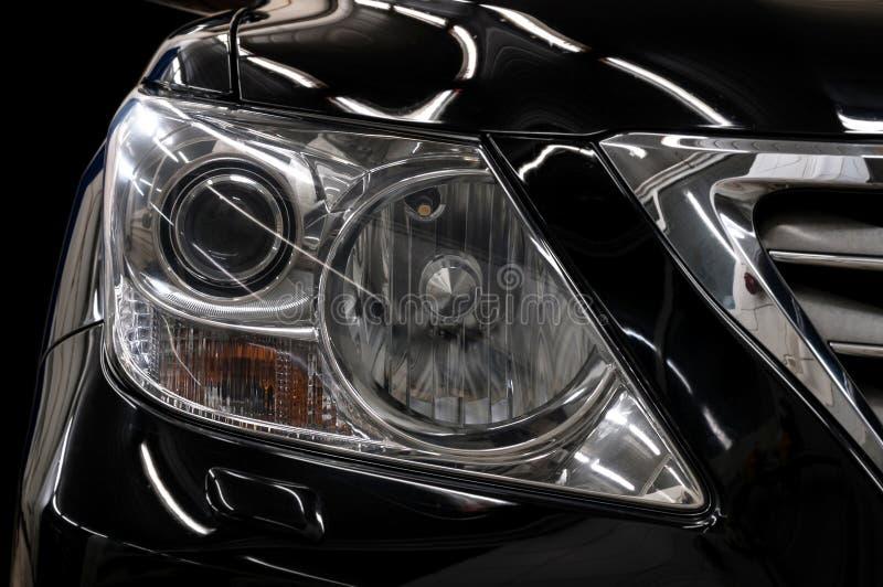Современные черные фары автомобиля стоковые изображения rf