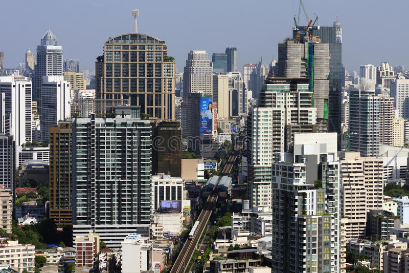 Современный взгляд города и небоскреба Бангкока, Таиланда в утреннем времени стоковые изображения