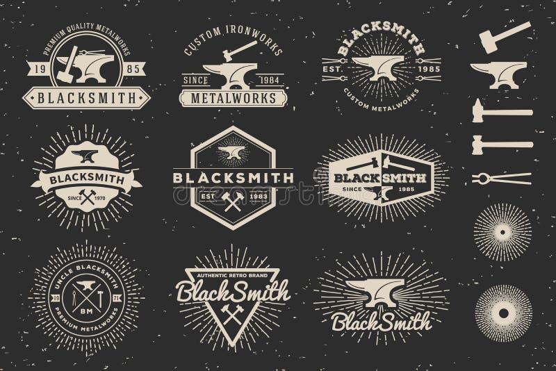 Современный винтажный логотип значка кузнеца и Metalworks иллюстрация вектора