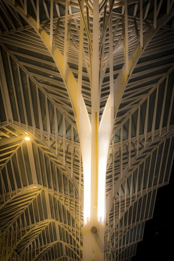 Современный вокзал Лиссабона стал-стиля стоковая фотография