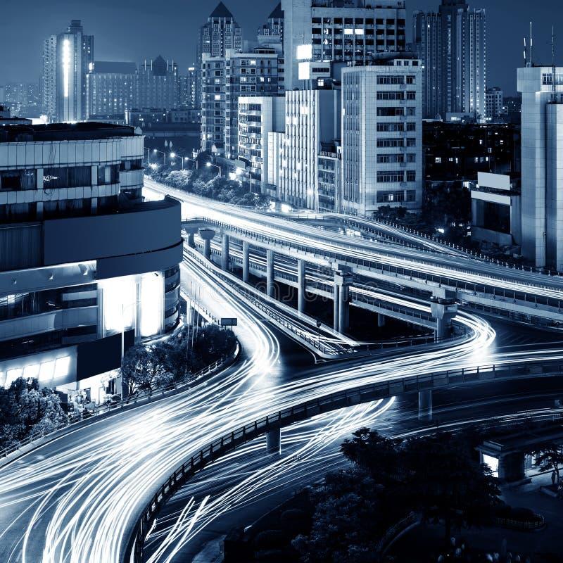 Download Современный городской виадук на ноче Стоковое Изображение - изображение насчитывающей быстро, ноча: 37930541