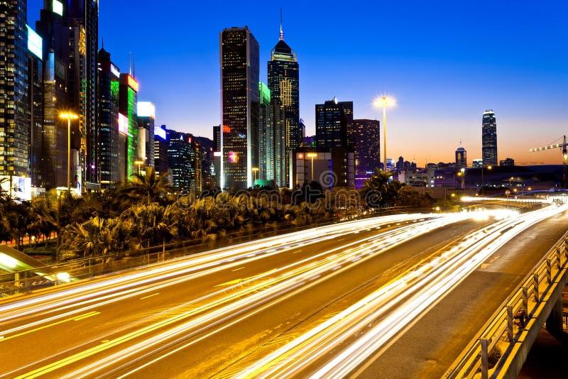 Современный городской транспорт на ноче в Гонконге стоковые фото