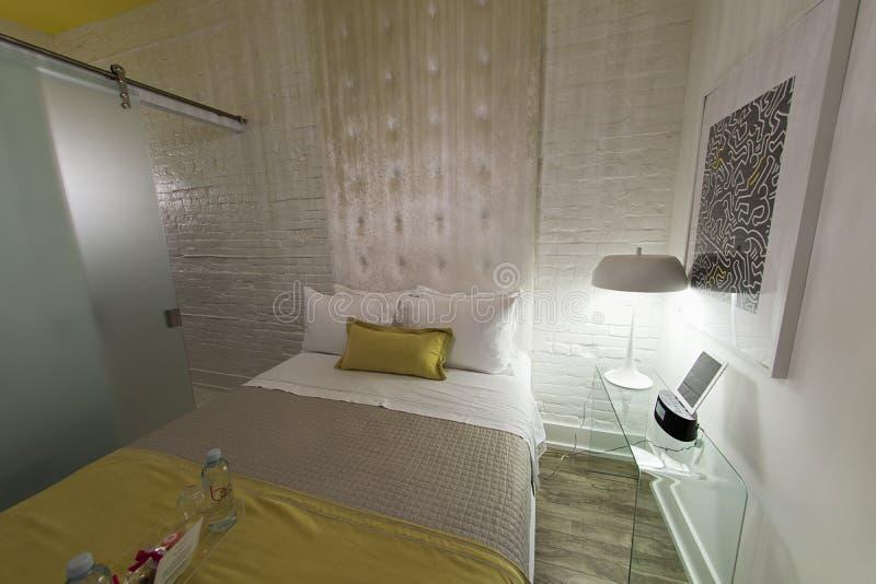 Современный гостиничный номер просторной квартиры - be650 Торонто стоковое изображение rf