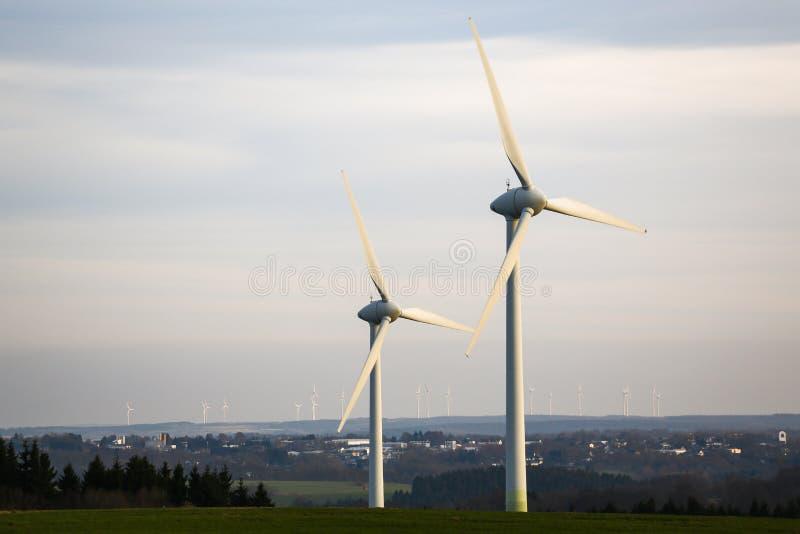 Современный завод ветрянки стоковые фотографии rf