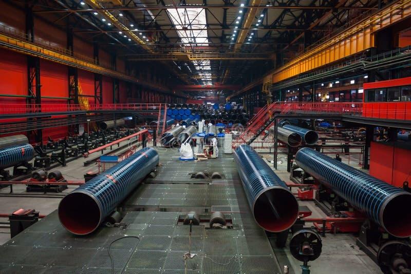 Современный завод завальцовки трубки стоковые фото