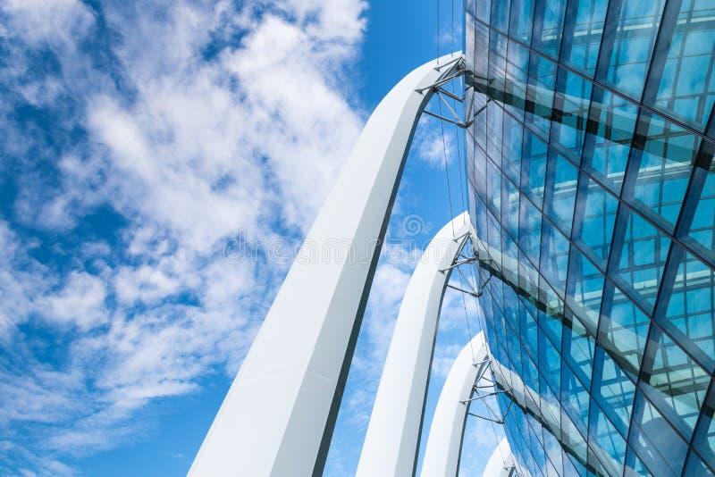 Современный дизайн архитектурноакустических и фасада внешний , Структурный дизайн стоковые изображения