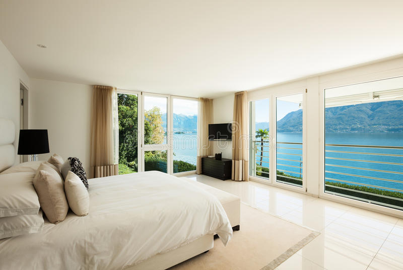 Современный дизайн интерьера, спальня стоковое фото