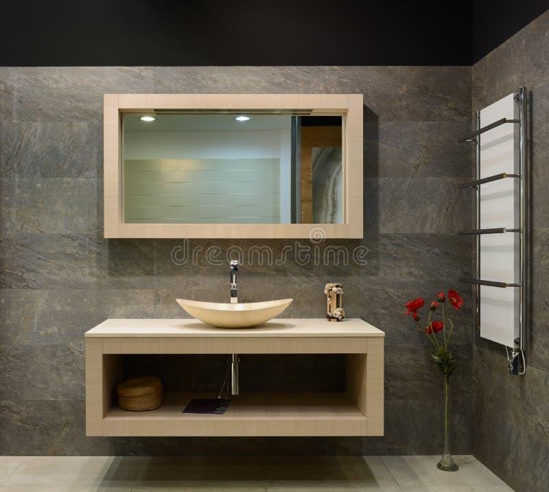Современный интерьер. Ванная комната стоковая фотография rf