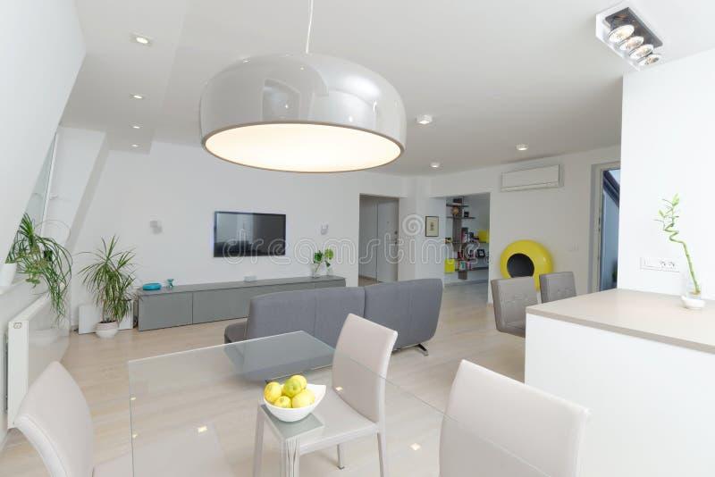 Современный интерьер живущей комнаты стоковое изображение