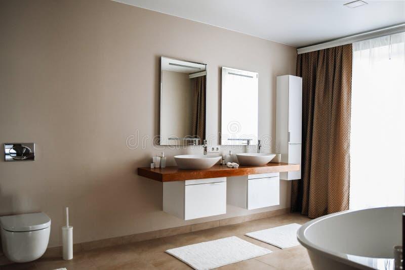 Современный интерьер bathroom, больший дизайн Роскошный образ жизни Никто внутрь стоковые фото