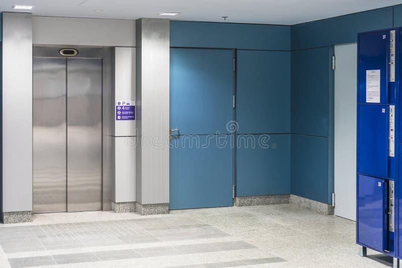 Современный лифт стоковая фотография