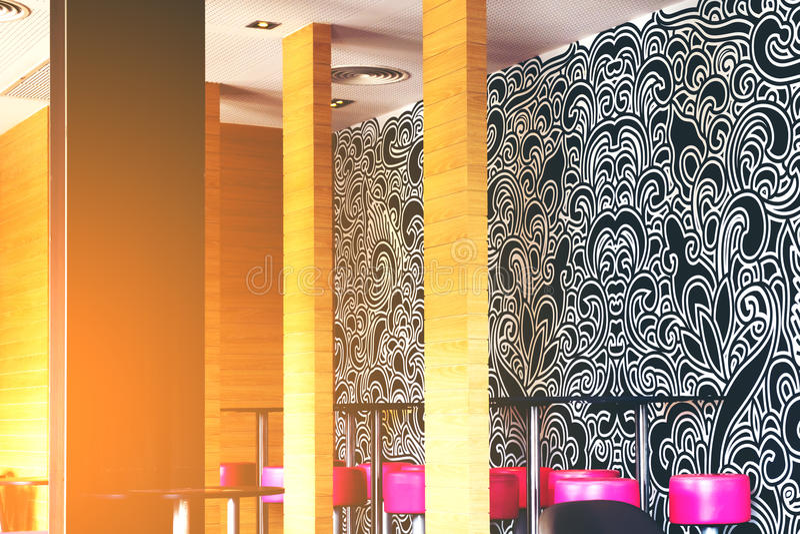 Современный и простой интерьер кафа с деревянным classica стоковое фото rf