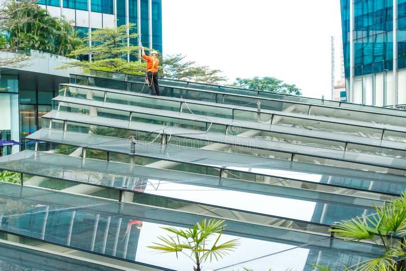 Современный коммерческий потолок здания со стеклом и стальной рамой стоковое фото rf