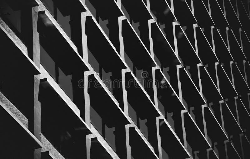 Современный коммерчески конец здания вверх по взгляду бесплатная иллюстрация