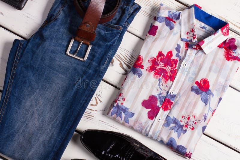 Современный комплект одежды людей стоковое изображение rf