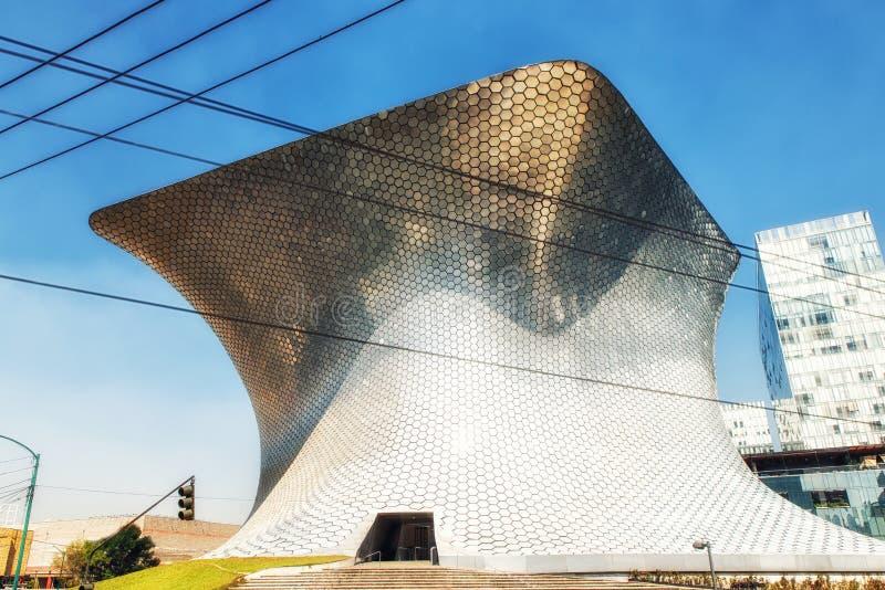Современный музей изобразительных искусств Soumaya в Мехико стоковое изображение